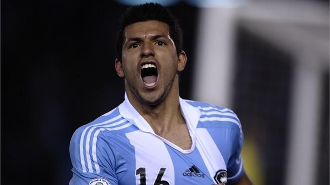 Argentina call on Aguero, Barcos