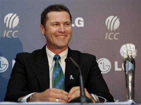 Simon Taufel to step down from elite panel
