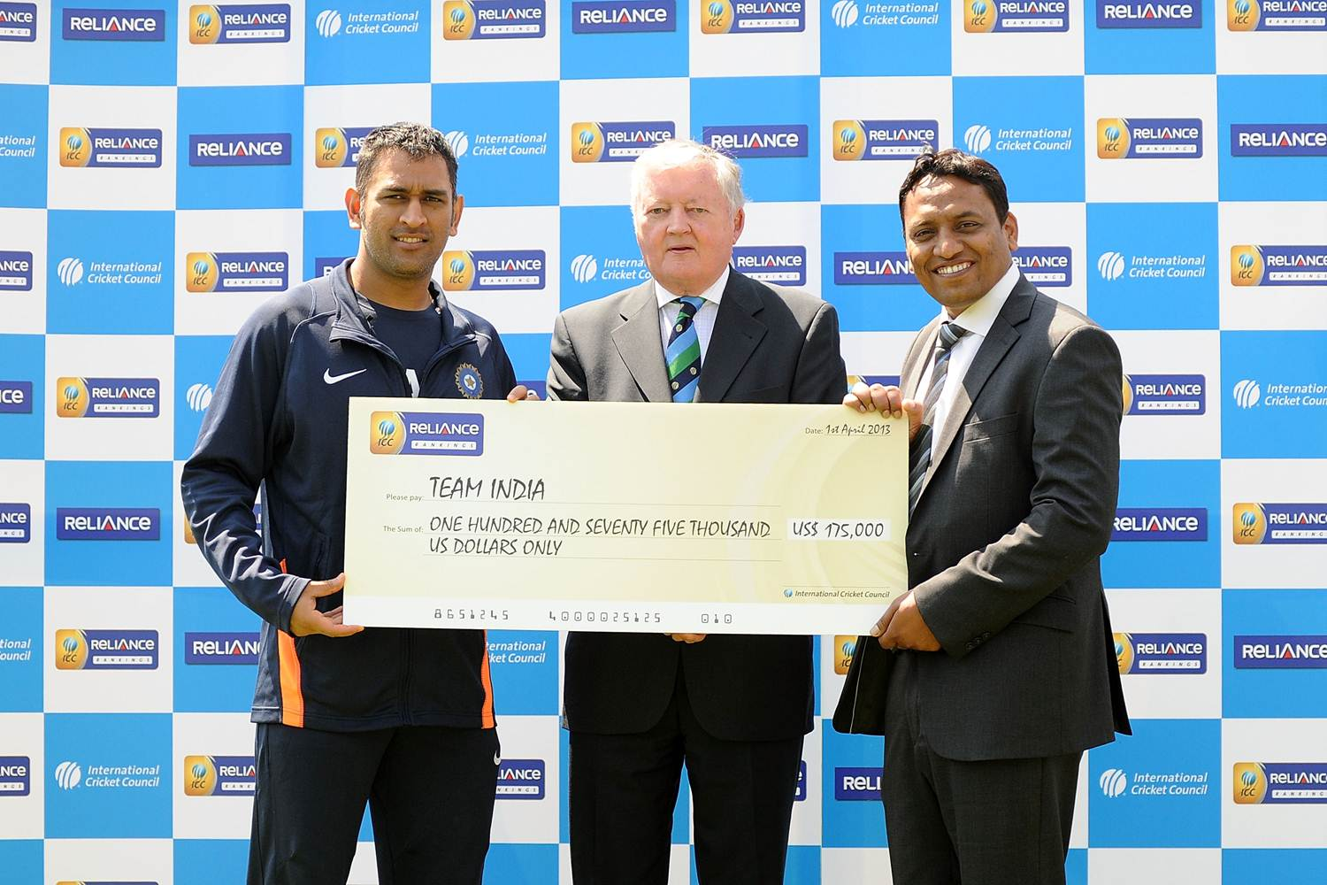 Dhoni receives Reliance Shield and cheque