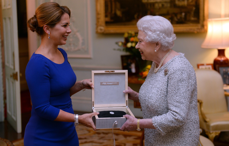 Queen receives Federation Equestre Internationale award
