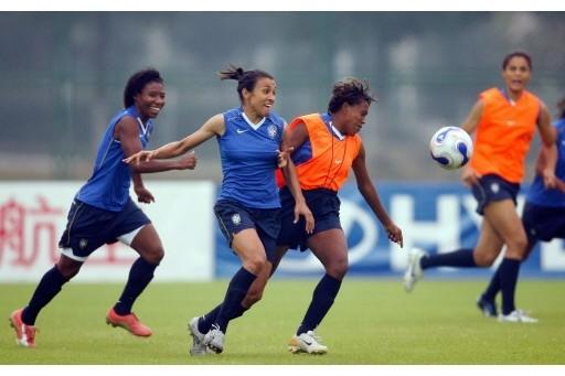 Worldwide, 29 million girls and women play football